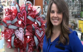 Video: Dual Mesh Valentine Wreath with Anna